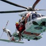 helicóptero con buzos de rescate