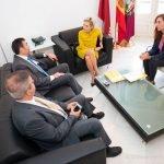Reunión de trabajo del alcalde de Cartagena, José López, con la consejera de Agua y Medio Ambiente, Adela Martínez-cachá, para hablar del ITI.