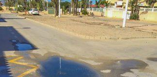 calle llena de aguas fecales