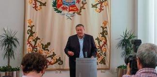 Imagen de la rueda de prensa ofrecida ayer por Francisco Bernabé en su visita al Ayuntamiento de Cartagena.