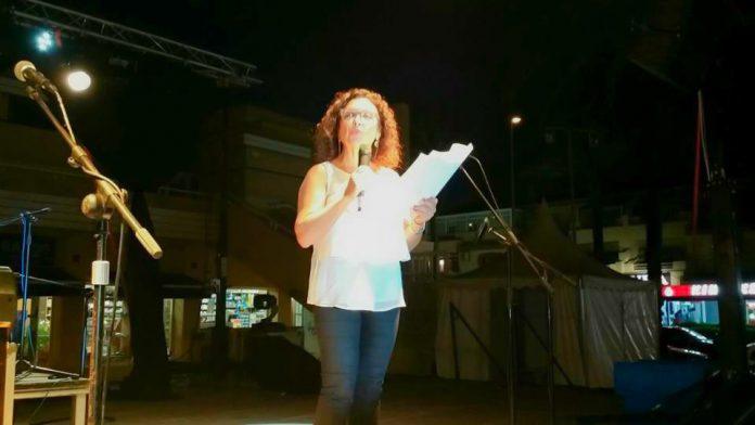La concejal de Turismo, Obdulia Gómez, durante el pregón de las Fiestas 2015 de La Manga