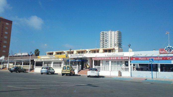 Locales de la Plaza del Cavanna cerrados o sin clientes.
