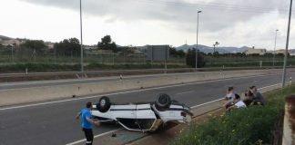 Vehículo accidentado el sábado cerca de Los Belones.