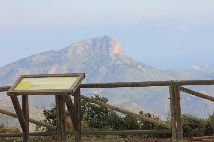 Calblanque será escenario mañana de una ruta guiada para conocer su riqueza vegetal. En la imagen el Cabezo de la Fuente desde el Monte Cenizas.