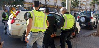 Momento de la detención de uno de los presuntos narcotraficantes en Playa Paraíso en 2012