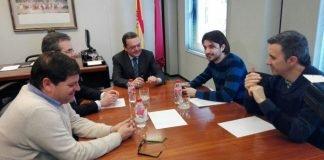 El diputado nacional del Congreso de Diputados, Sánchez Serna, mantuvo ayer una reunión con el presidente de la CROEM donde la trasladó la necesidad de extender la FEVE a todo el Mar Menor