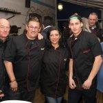 """El nuevo equipo de Restaurante Mediterráneo, en la """"reapertura"""" que tuvo lugar el pasado viernes."""