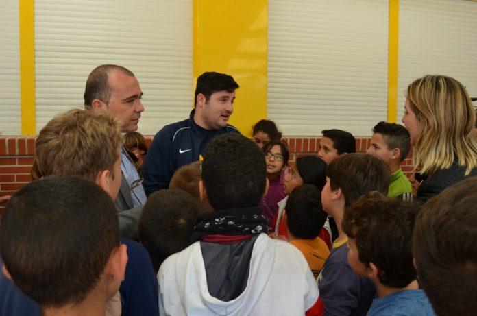 David Cal inició ayer un programa de giras por los colegios de San Javier entre los que se incluirá el CEIP Mediterráneo.