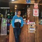 Diego Conesa, organizador de La Manga Xperience, en su tienda de La Manga del Mar Menor.