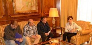 Vecinos de Los Urrutias se entrevistaron ayer con la presidenta de la Asamblea Regional, Rosa Peñalver