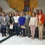 Ayer tuvo lugar una numerosa concentración de cargos públicos en San Javier para anunciar la instalación de las redes contra las medusas en el Mar Menor.