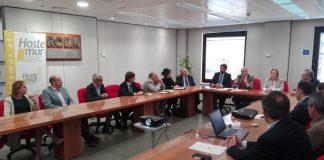 Hernández hizo una lectura triunfalista de su labor frente a Turismo ante los empresarios regionales.
