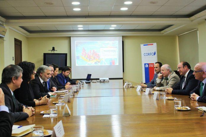 El presidente de la Comunidad se encuentra en Chile buscando acuerdos bilaterales en el sector turístico y del agua.