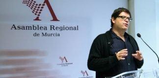 El diputado regional por Podemos, Andrés Pedreño, ha presentado una iniciativa para tratar de dignificar el trabajo de las camareras de piso.