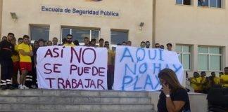 Voluntarios de Protección Civil realizaron ayer una concentración de protesta por la dimisión de Martín Toledo