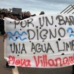 La oposición en la Asamblea Regional culpa al PP de la situación en la que se encuentra el Mar Menor. En la imagen, manifestación frente a la rambla del Albujón