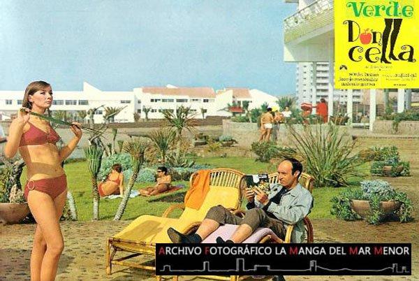 Fotocromo original del estreno de la película Verde Doncella en 1968 con escena de Juanjo Menéndez y Sonia Bruno en el Hotel Galúa.