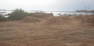 Fotografía hecha ayer tarde por el propio García del Toro y enviada a DLM para denunciar el soterramiento del yacimiento
