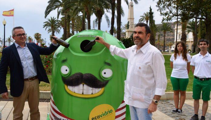 El alcalde asistió a la presentación de la campaña de reciclaje de vidrio en la costa