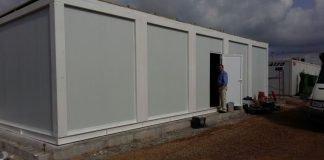 Imagen exterior del barracón prefabricado donde se va a instalar el consultorio