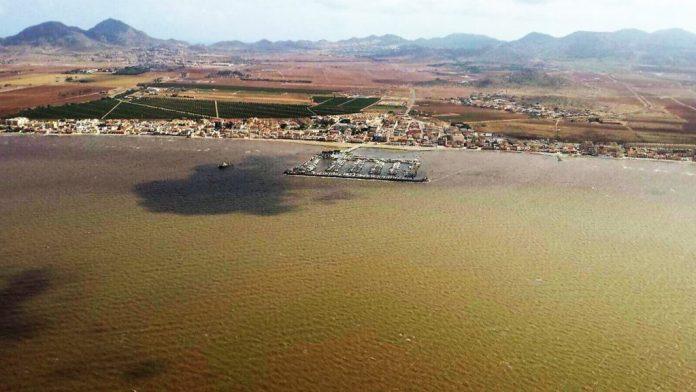 Imagen aérea tomada ayer al mediodía de la costa sur del Mar Menor