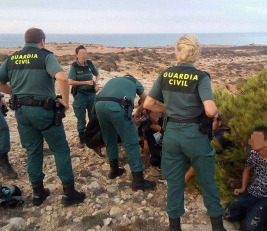 La Guardia Civil ha interceptado un total de 30 inmigrantes ilegales cerca de Cabo de Palos y Águilas en los últimos días.