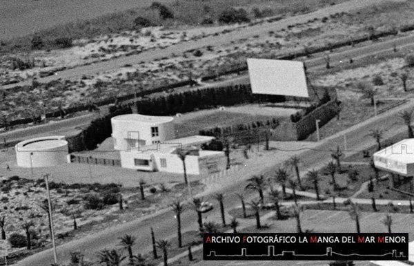 Fotografía del Cine al aire libre de La Manga en Verano de 1968.