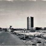 Torre Hexagonal, recién construida a la entrada de La Manga, en uno de los clústeres previstos por Antoni Bonet