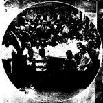 """Imagen publicada en el diario La Vanguardia donde aparecen los """"hijos de los camilleros de la Cruz Roja"""" merendando antes de partir a Cabo de Palos en 1933."""